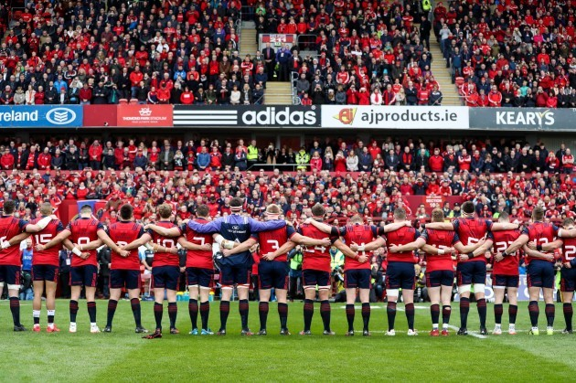 The Munster Squad stand for a minutes silence for the late Anthony Foley 22/10//2016