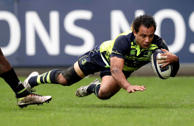 Leinster's Isa Nacewa scores a try