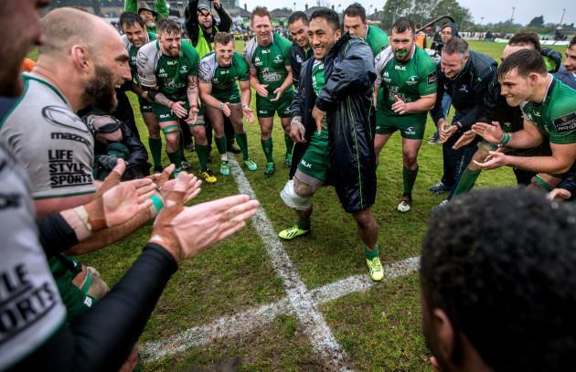 Bundee Aki celebrates with his  team