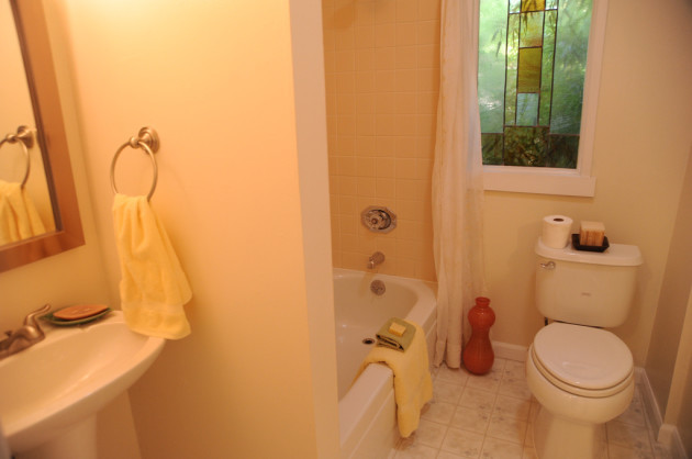 Bathroom mirror, basin, towel ring, tub, toilet, lighting, staged house, U District, Seattle, Washington, USA
