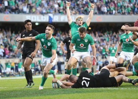 Conor Murray celebrates Robbie Henshaw's try