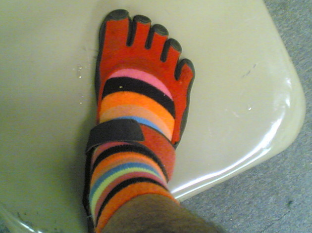 Toe_socks_+_toe_shoes