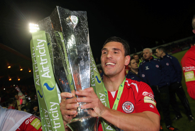 Gavin Peers celebrates with the trophy