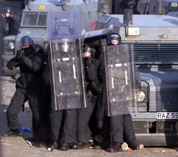 Portadown riot/RUC take aim-gun