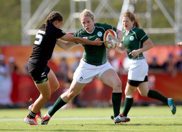 Niamh Briggs tackled by Selica Winiata