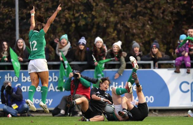 Sene Naoupu celebrates Niamh Kavanagh's late try