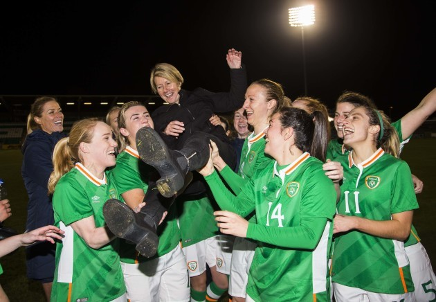 Ireland squad celebrate by lifting Sue Ronan on her last game