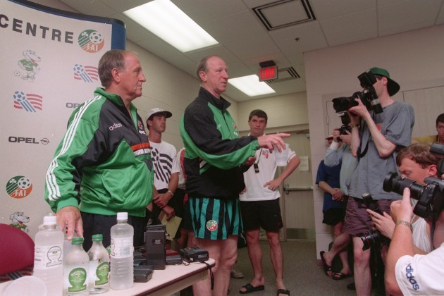 Roy Keane and Maurice Setters settle their differences at press conference 1994