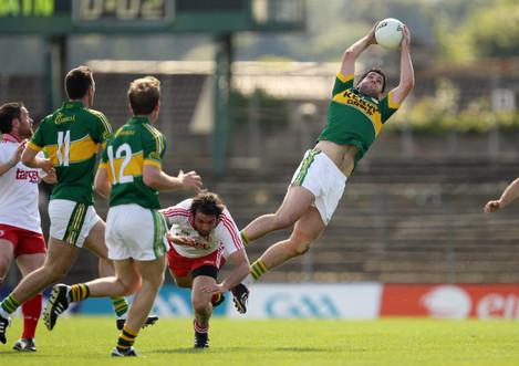 Bryan Sheehan catches a high ball