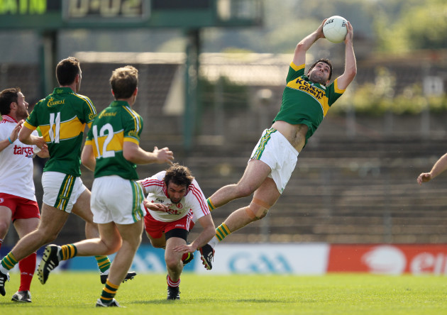 Bryan Sheehan catches a high ball