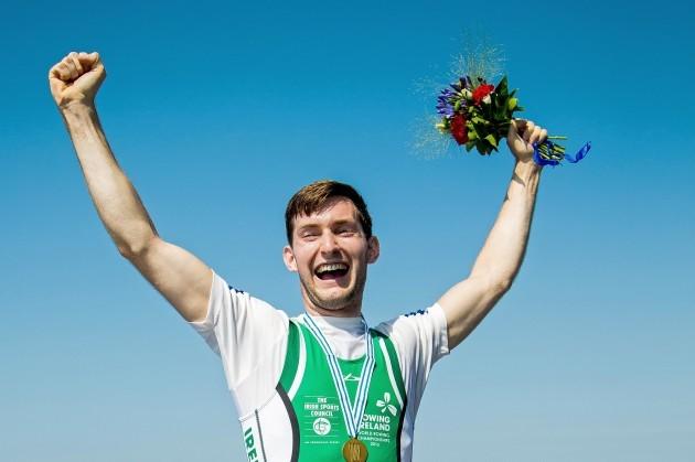 Paul O'Donovan celebrates winning gold