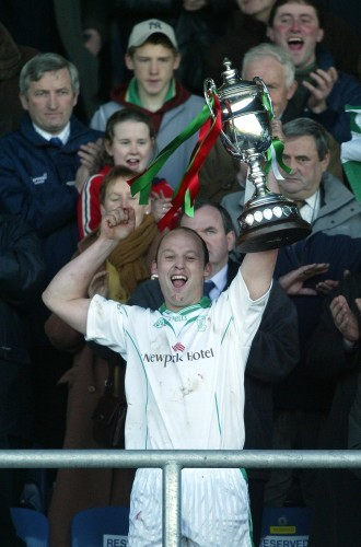 Andy Comerford lifts the cup 30/11/2003