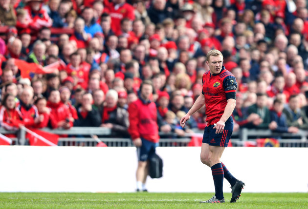 Keith Earls walks off the pitch as he is given a red card 22/10//2016