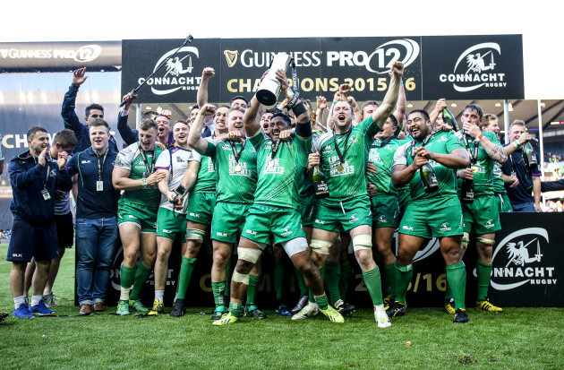 Connacht celebrate with he Guinness PRO12 trophy