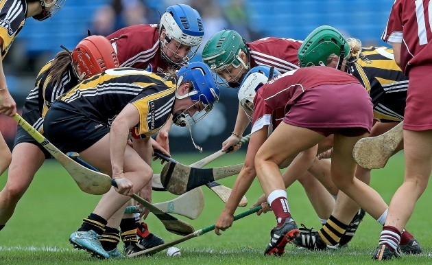 Players compete for the sliotar
