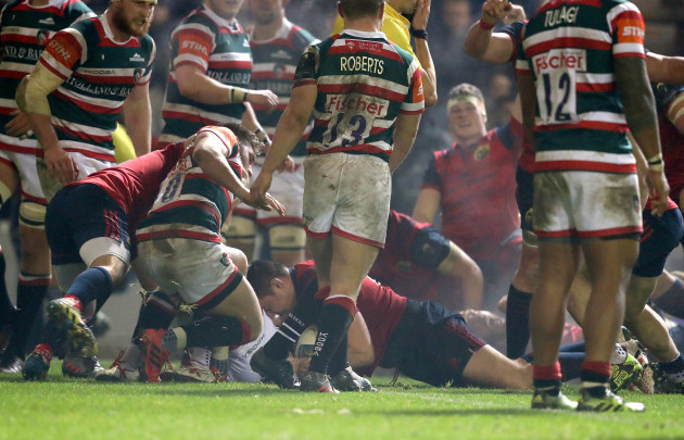 Niall Scannell scores a try
