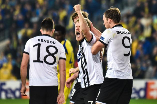 Daryl Horgan celebrates their goal with David McMillan and Robbie Benson