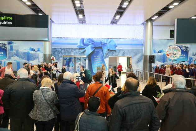 22/12/2016 People coming home for Christmas at Dub