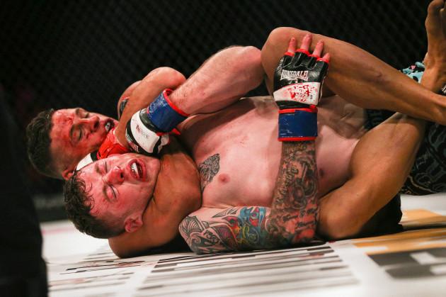 Tom Duquesnoy submits Alan Philpott via rear naked choke