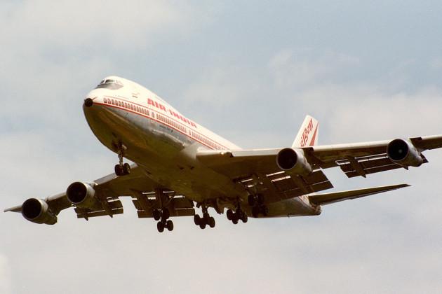 1985-06-10_VT-EFO_Air_India_EGLL