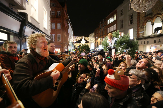 24/12/2016. Glen Hansard lead musicians busking on