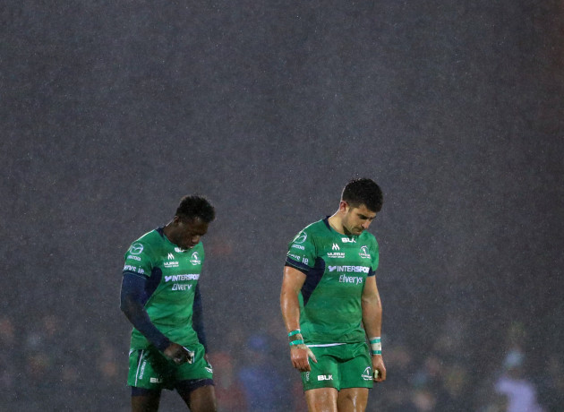 Niyi Adeolokun and Tiernan O'Halloran in the rain