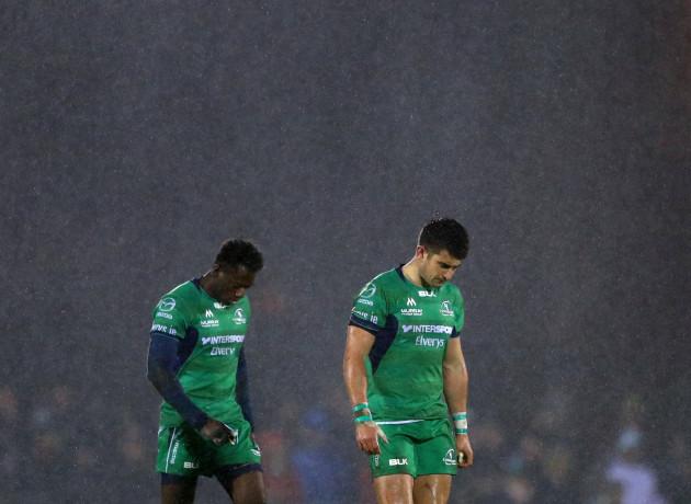 Niyi Adeolokun and Tiernan O'Halloran in the rain