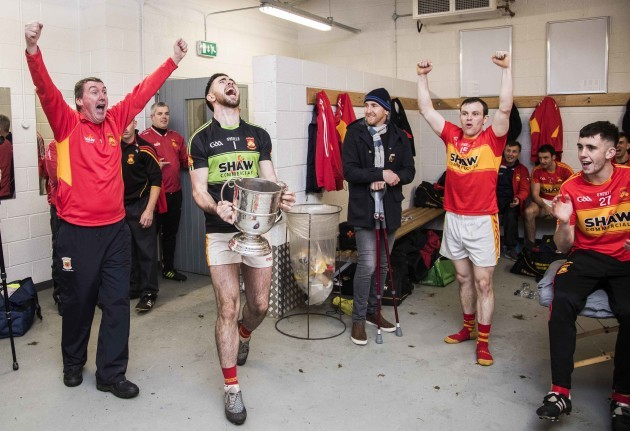 Rory Byrne bring the trophy into the changing room to celebrate