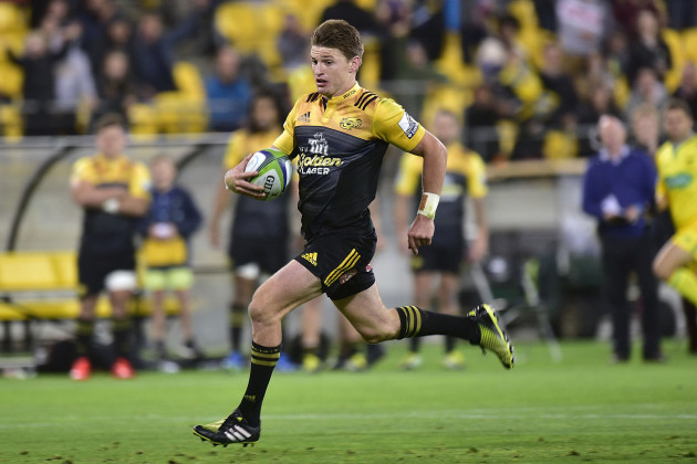 Beauden Barrett runs in a try