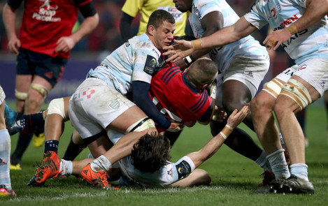 Simon Zebo scores the firs try of the game despite Matthieu Voisin and Maxime Machenaud