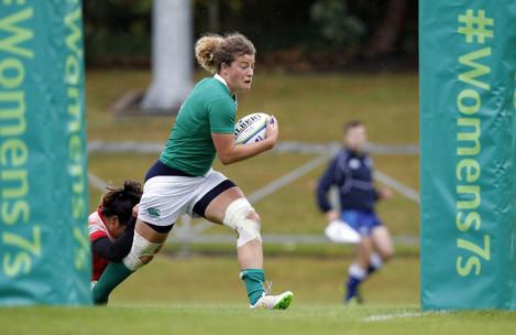 Jenny Murphy scores a try