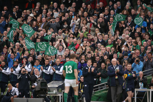 Brian O'Driscoll receives a standing ovation as he is substituted