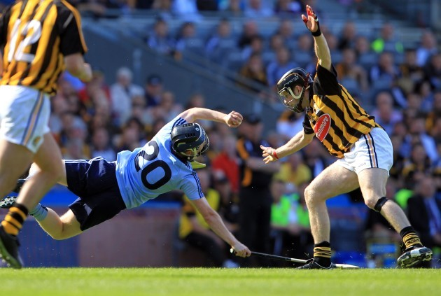 Maurice O'Brien tackled by Michael Rice