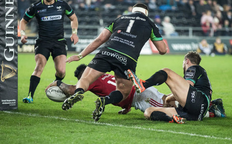 Francis Saili scores his sides second try