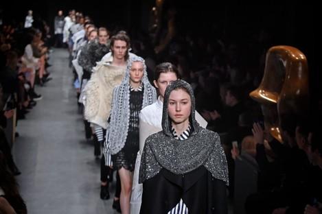 Burberry Catwalk - London Fashion Week 2017