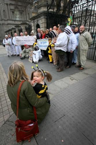 NO FEE 7 Beekeepers Ireland protest
