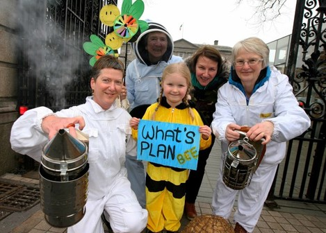 NO FEE 8 Beekeepers Ireland protest