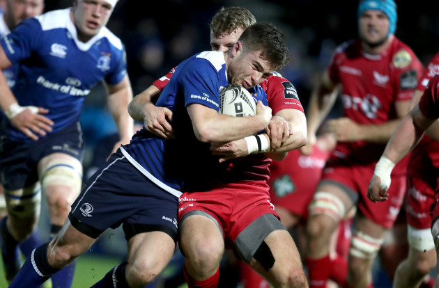 Luke McGrath scores a try despite Jonathan Evans