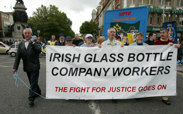 ARDAGH GLASS BOTTLE PLANT PROTESTS DEMOS JOB LOSSES IN IRELAND ECOMONY SLOWDOWN SIPTU TRADE UNIONS OFFICAL DISPUTES INDUSTRIAL ACTION