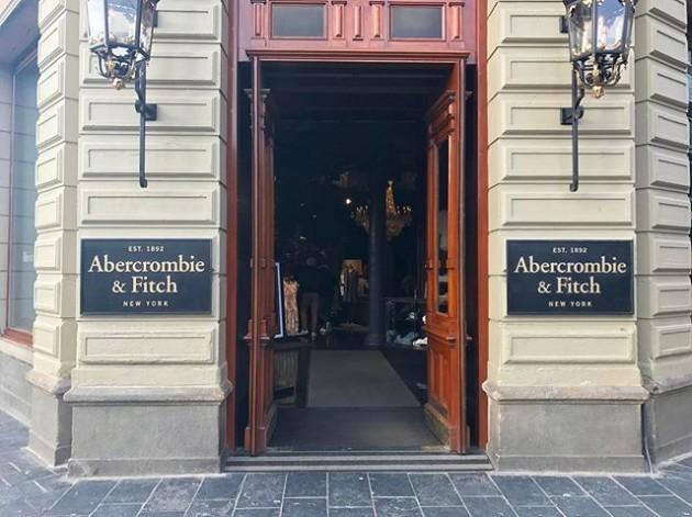 #Amsterdam #amsterdamtrip #amsterdamlife #abercrombie #abercrombiefitch #abercrombieandfitch #clothes #newyork #store #fashion #fashionmen #style #instafashion #ootd #potd #sweatshirt #shirts #pants #outfit #nederland #netherland