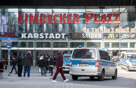 German police shuts down shopping centre after terror warning