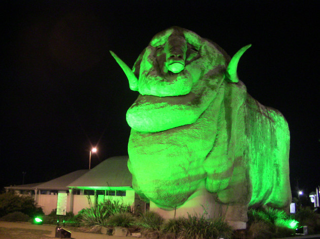 THE BIG MERINO IN GOULBURN, NEW SOUTH WALES (AUSTRALIA), JOINS T