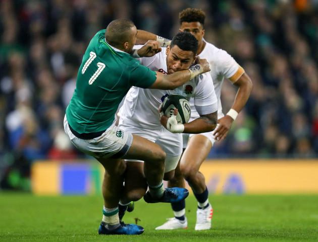 Simon Zebo tackles Billy Vunipola
