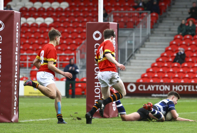 Jack Delaney scores a try