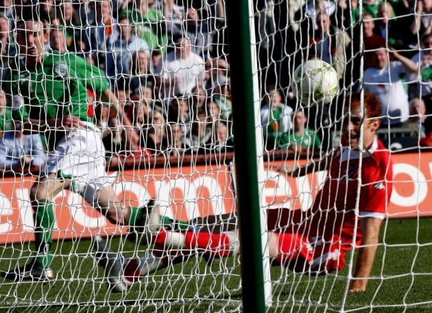 Stephen Ireland scores a goal