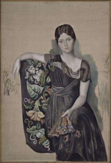 618px-Pablo_Picasso,_1917-18,_Portrait_d'Olga_dans_un_fauteuil_(Olga_in_an_Armchair),_oil_on_canvas,_130_x_88.8_cm,_Musée_Picasso,_Paris,_France