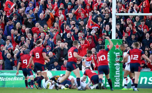 Munster fans celebrate John Ryan scoring a try
