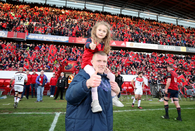 Keith Earls celebrates with his dautgher Ella May