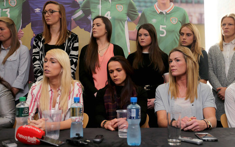 Stephanie Roche, Aine O'Gorman and Emma Byrne with members of the women's national team