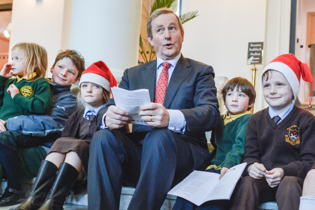 Dublin: Taoiseach Kenny sings Christmas Carols